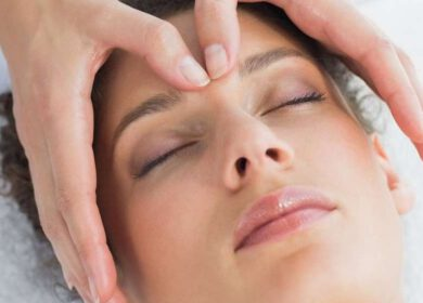 wenkbrauw massage